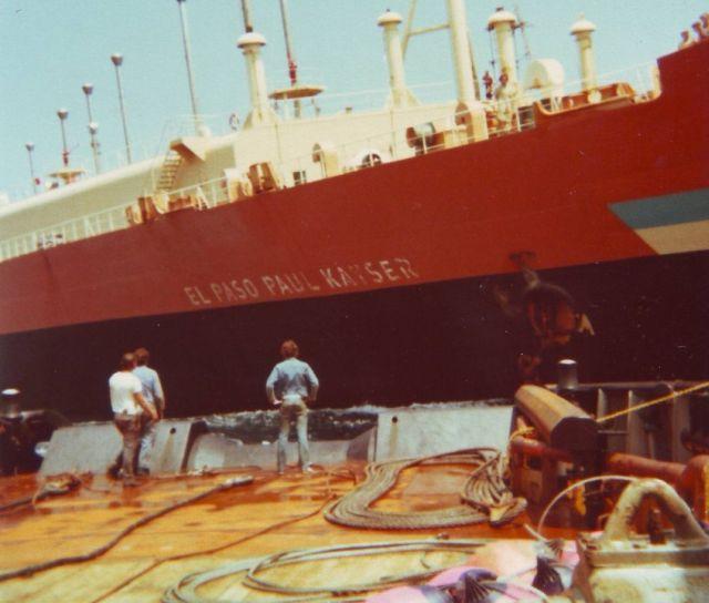 Foto desde el remolcador  Tempest de Wijsmuller, observese la escora y la distancia del escobén al mar