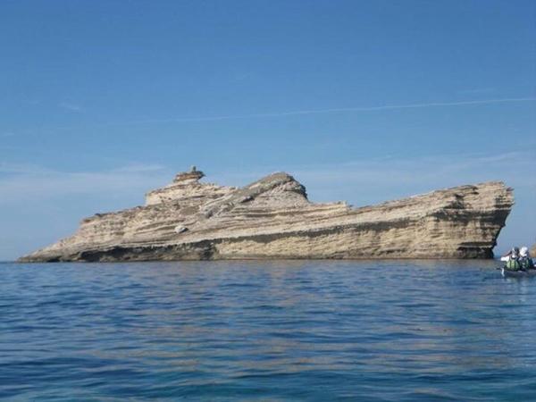 isla en forma de barco